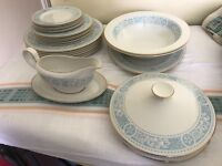 Royal Doulton 'Hampton Court' pattern, 22 piece dinner service. (TC1020)