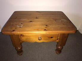 Coffee table, bedside table to sell £15only