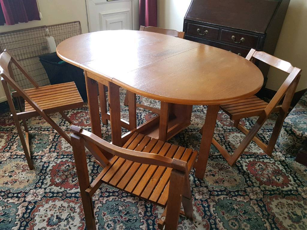 Foldable dinning table and chairs