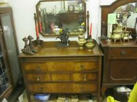 ANTIQUE ORNATE OAK & WALNUT DRESSING TABLE WITH MATCHING SWING MIRROR. STURDY & SOLID. DELIVERY POSS