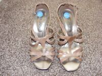 New Italian Leather Patent Shoes Size 3.