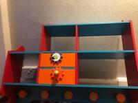 Kids bedroom shelf