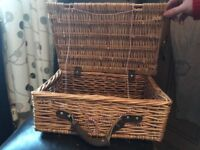 Small picnic/hamper/storage basket