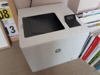 1 x HP Color LaserJet Enterprise M553n
