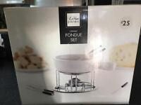 IDEAL GIFT: UNUSED CERAMIC FONDUE SET