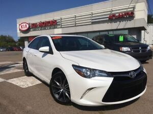 2015 Toyota Camry XLE, 1-OWNER, NAVIGATION for ONLY $72* WEEKLY!