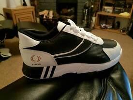 Circle ten pin bowling shoes. Size 9