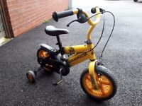 BOYS JCB GROUNDMASTER BIKE + STABILISERS VERY GOOD CONDITION