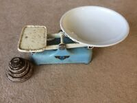The Rex weylux kitchen scales and set of weights