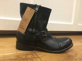 LEVI'S. Original leather boots. Brand new. Size 38