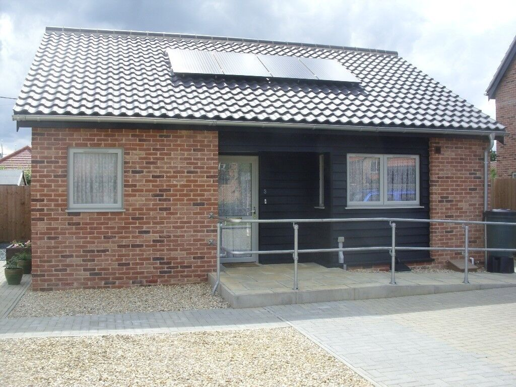 Fully DETACHED BUNGALOW