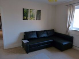 ***Large double bed for rent, close to station, all bills included, ready to move in***
