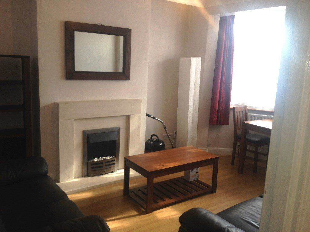 Kingsbury, Doreen Avenue. Lovely first floor flat with garden. Close to transport and shops.