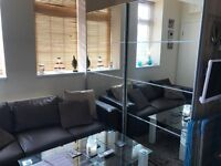 Unique One bed / Studio apartment with seperate bedroom & open plan kicthen / lounge * Parking *