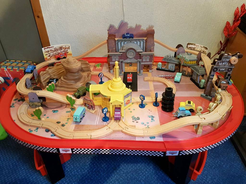 Disney Pixar Cars Radiator Springs Table