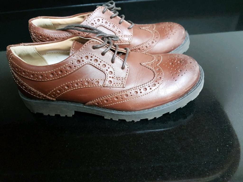 Boys brogues size 13