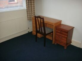3 furnished double rooms dewry lane £70pw inc bills/5 mins town/law uni friargate
