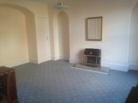 3 Bed Flat to Rent, Central Inverurie, Un furnished, own entrance, small private garden