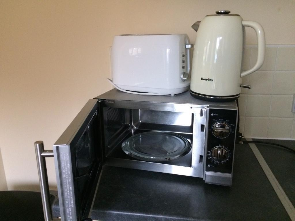 Microwave, kettle, toasterin Wednesbury, West MidlandsGumtree - Microwave,Kettle and toaster. Very good condition, working excellent, delivery available in close area