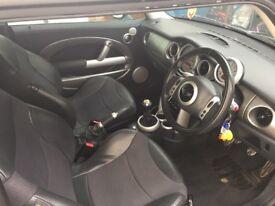 Mini Cooper S in black