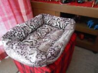 Bed for Cat or Small Dog - - £5 - - -