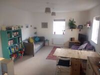 Bright 1 bed flat (+Cot/toddler room), dedicated parking space, close to sea, shops, Jul 3rd - 27th