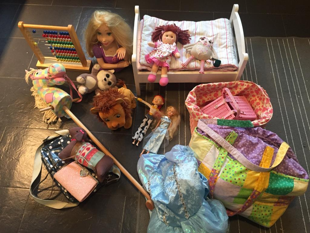 Clear out girls toys £1