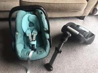 Maxi Cosi car seat and Easybase2