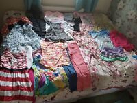 Huge Bundle of girl's clothes ahe 7 to 10 years