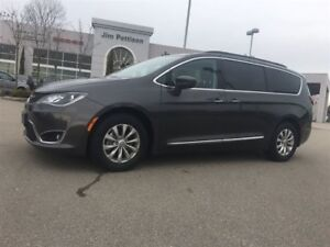 2017 Chrysler Pacifica Touring-L GREAT BUY