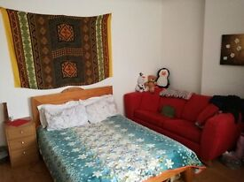 LARGE SPACIOUS FULLY FURNISHED DOUBE ROOM FOR RENT IN WIMBLEDON @ £700/- INCLUSIVE OF ALL BILLS