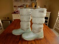 Ladies Trespass Size 7 Leather/Material Snow Boots