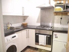 Renovated Double Room - Leith Walk (Couples Welcome)