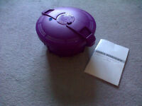 New, Cook's Essentials. Microvave Pressure Cooker. Purple.
