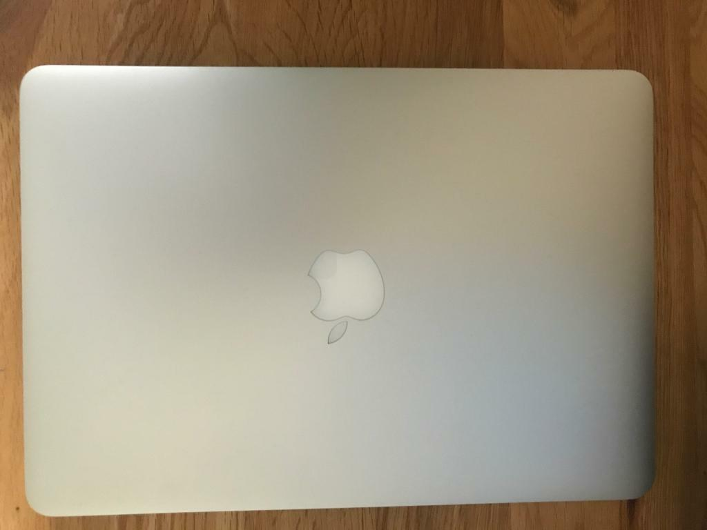 "MacBook Pro ""Core i5"" 2.7 13 Inch (2015) Retina Display, new 128Gb SSDin Ascot, BerkshireGumtree - MacBook Pro ""Core i5"" 2.7 13 Inch (2015) Retina Display, new 128Gb SSD installed by Apple (3 month apple warranty)MacBook Pro ""Core i5"" 2.7 13 Inch (Early 2015 Retina Display) features a 14 nm ""Broadwell"" 2.7 GHz Intel ""Core i5"" processor..."