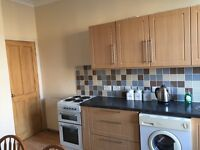 2 Bedroom Flat for Rent, West end. Ideal for students or working couple.