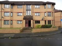 To let: Bright spacious ground floor 2 bedroom flat in centre of Bathgate