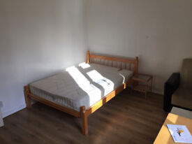 Nice double room for single person or a Couple available now, 7min walk to Parson Green Station