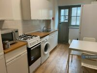 3 bedroom flat in Carlton Drive, London, SW15 (3 bed) (#1001084)