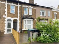 Newly refurbished Studio flat with private garden in Wood Green, N22.