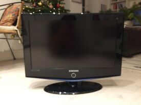 26 Samsung HD Ready Digital Freeview LCD TV with Stand & Remote
