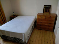 Double room in 2 bed terraced house in Meadowbank area