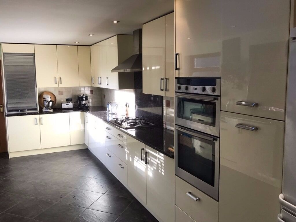 Granite Worktop Kitchen Complete Fitted Kitchen W 22 Gloss Cream Units 105m Of Granite