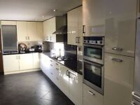 Complete Fitted Kitchen w/ 22 Gloss Cream Units, 10.5m of Granite Worktop and Integrated Appliances