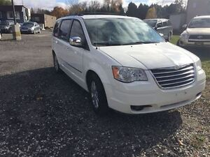 2009 Chrysler Town & Country Touring with Leather London Ontario image 7