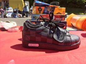 BNWOT BOYS LOUIS VUITTON TRAINERS SIZE 11
