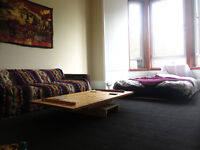 Short term let very large double bedroom south side glasgow
