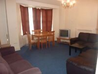 2 Bedrooms Flat in Queensway, W2 4QS ( STUDENTS ACCOMMODATION)