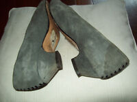 Vintage black and grey suede shoes with detail at heel size 6
