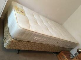 Single divan bed base and pocket sprung mattress
